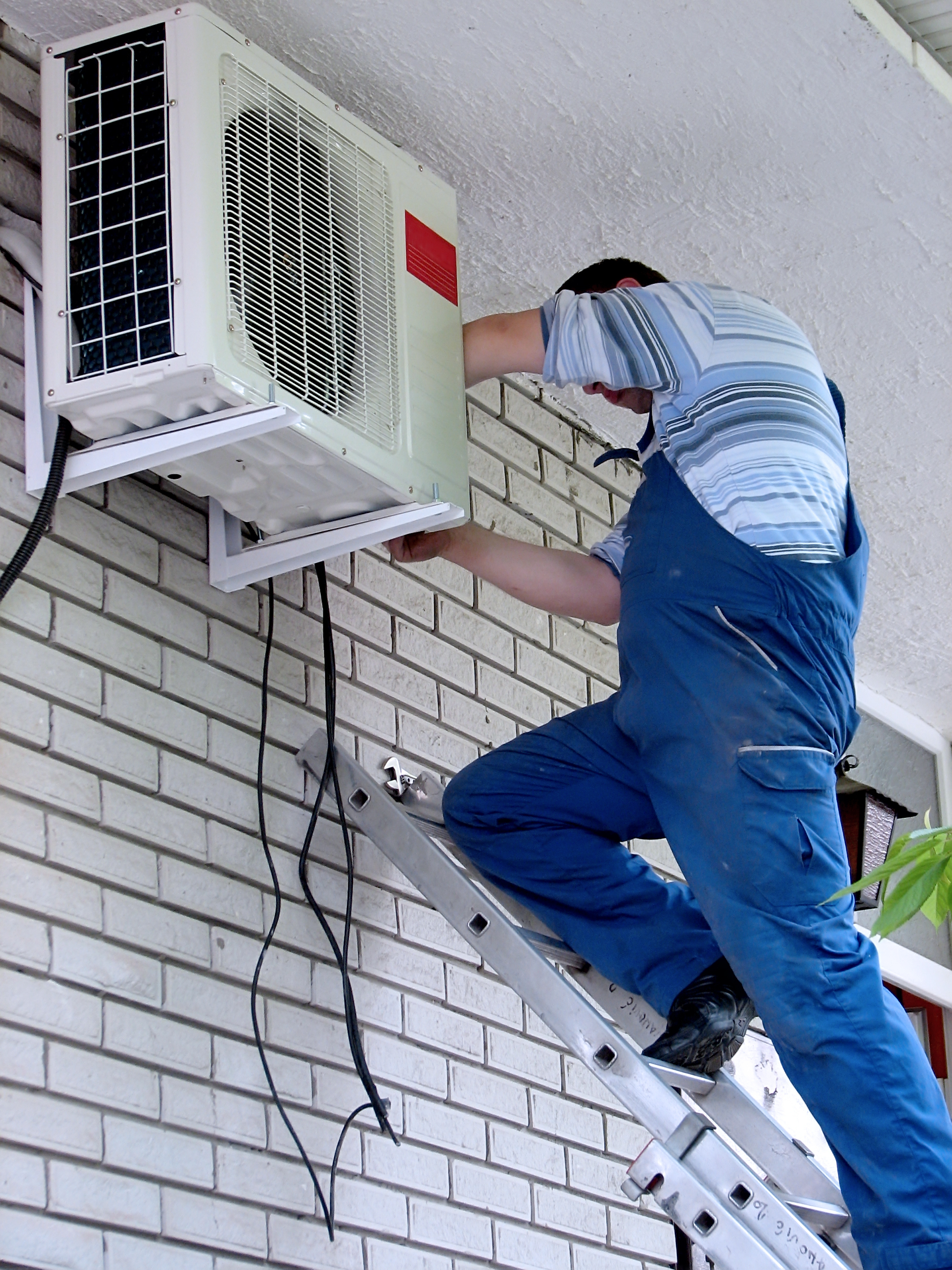 contractor performing ac repair service