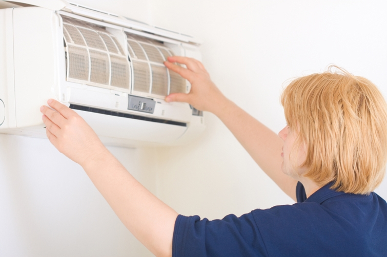 woman holding air filter